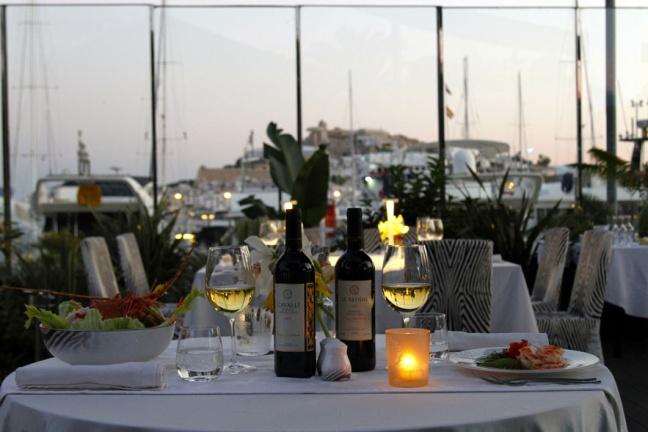 roberto_cavalli_ouvre_un_restaurant____ibiza_le_cavalli_restaurant___lounge_8588_north_883x